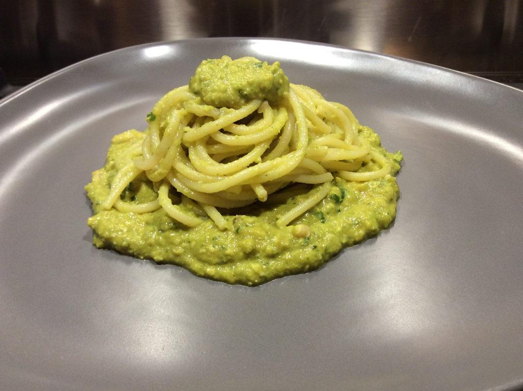 spaghetti-con-pesto-di-broccoli